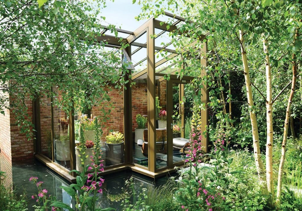 2016 RHS Chelsea Flower Show award winner – Silver Gilt Show Garden medal winner featuring a bespoke Hartley Botanic Opus glasshouse in a walled garden. Designed by Catherine MacDonald and sponsored by Hartley Botanic